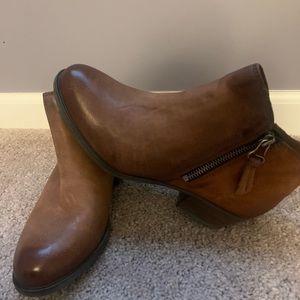 Miz Mooz Ankle Boots - Tan.  Size 8M.